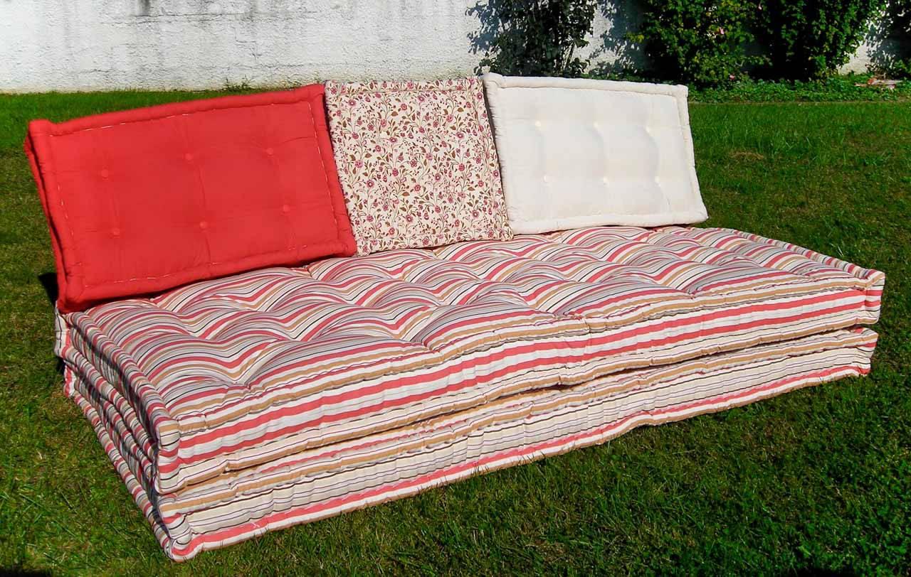 Produzione artigianale di materassi anche di forme e motivi personalizzati - Divano fatto con materassi ...